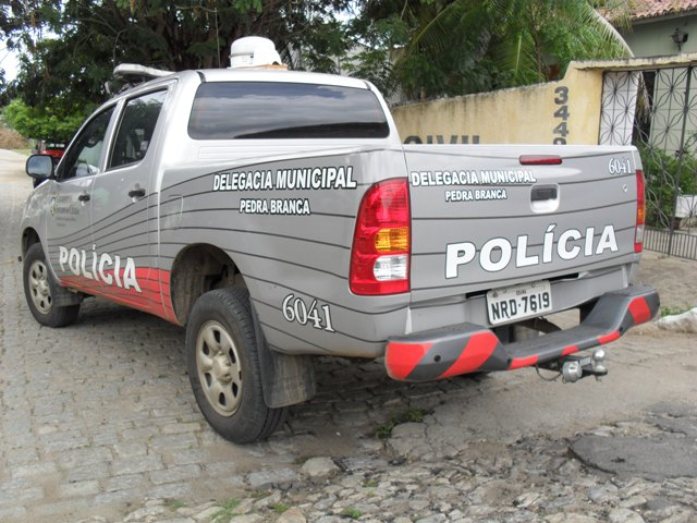 Policia_via_Pedra_branca