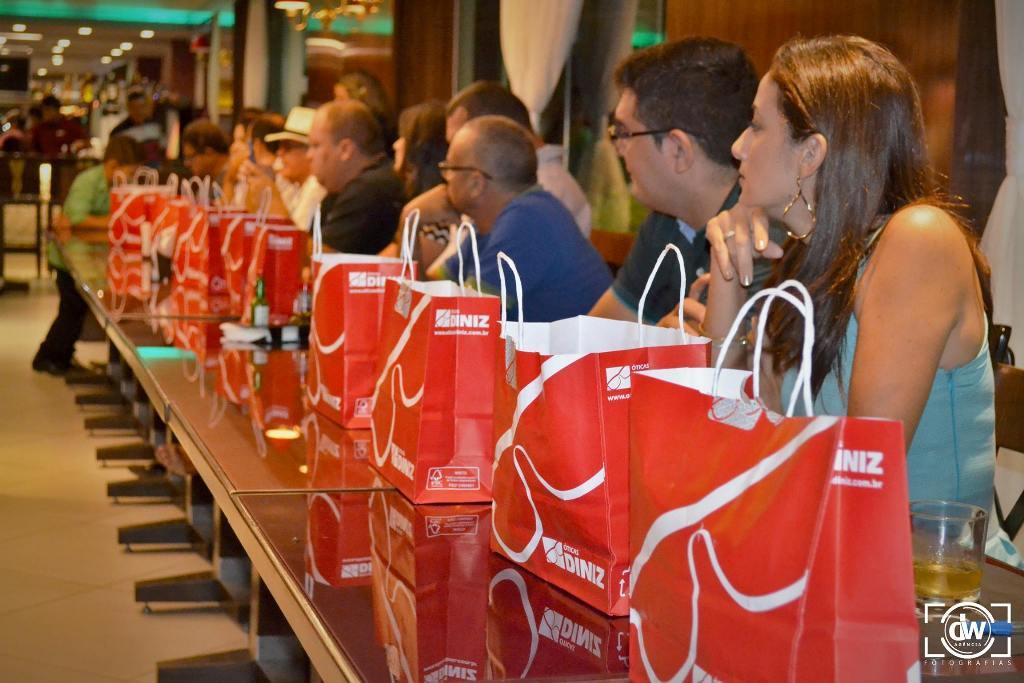 Coquetel de lançamento das Óticas Diniz em Quixadá (foto: Wesley Silva )