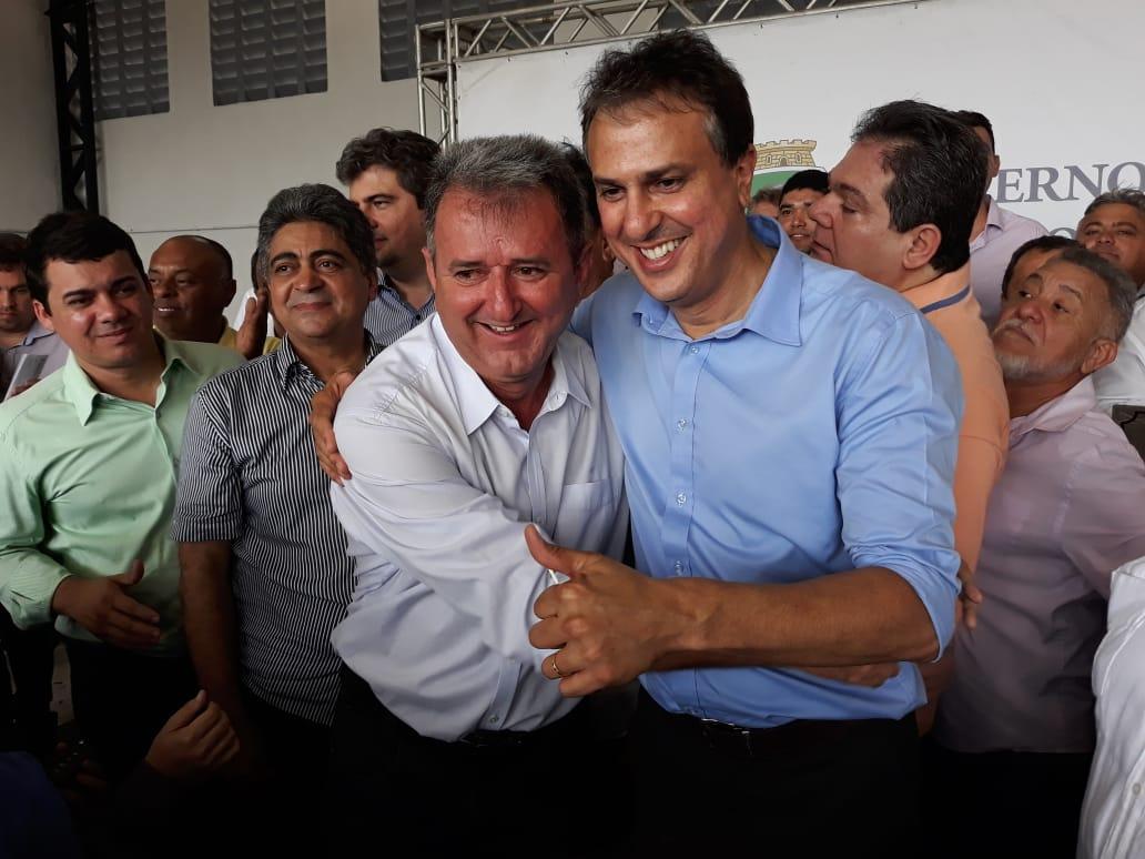 Prefeito Clébio Pavone com o governador Camilo Santana (foto: RC)